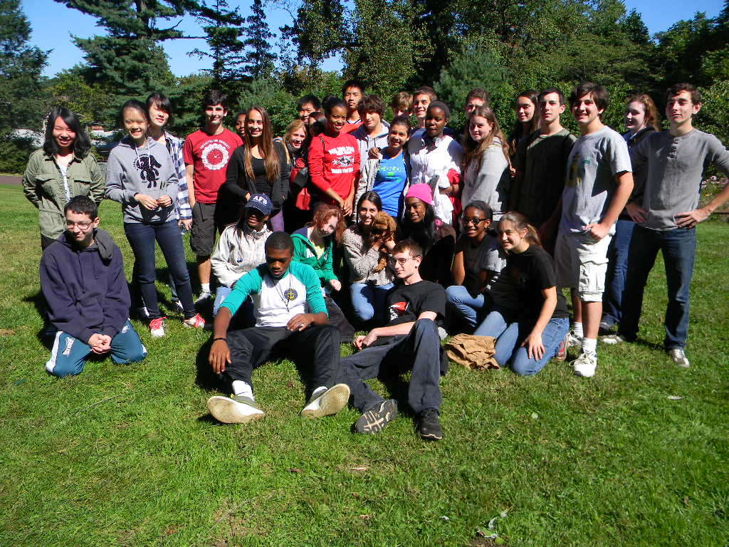 A great volunteer group working in the park!